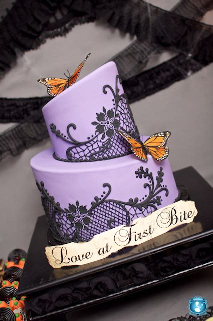 beautiful halloween wedding cakes   family table