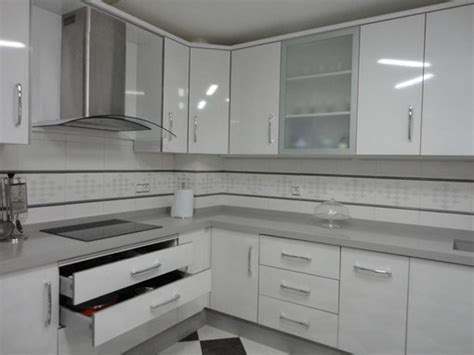 cocina blanca jaen encimera gris claro cocinas jaen