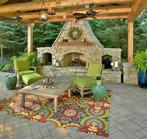 moderner terrassenteppich 40 interessante vorschlage With balkon teppich mit tapete holz verwittert