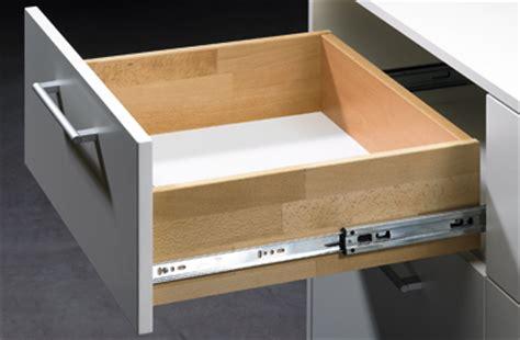 glissiere tiroir cuisine comment changer des coulisses de tiroir le montage du
