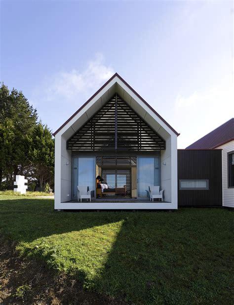Moderne Puristische Häuser by Gallery Of Farmhouse Rta Studio 2