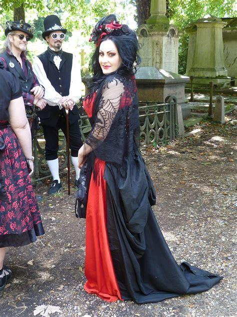 Gothic fashion - Wikipedia