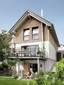 Attraktive Häuser Für Schmale Grundstücke : schmales hang haus mit stelzen terrasse schmales haus ~ Watch28wear.com Haus und Dekorationen