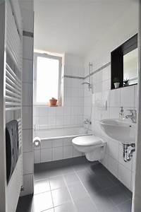 Badezimmer Fliesen Grau Weiß : graue fliesen bilder ideen couchstyle ~ Watch28wear.com Haus und Dekorationen
