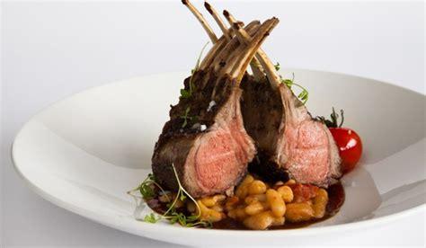 cuisine grand chef recette du carré d agneau par le chef cuisinier du tandem