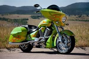 Custom Motorcycle Builders: Custom Bagger Motorcycles