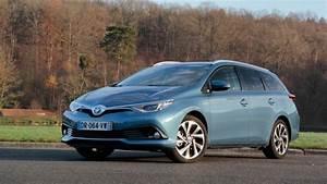 Toyota Auris Design : essai vid o toyota auris touring sports restyl e l 39 alternative de poids ~ Medecine-chirurgie-esthetiques.com Avis de Voitures