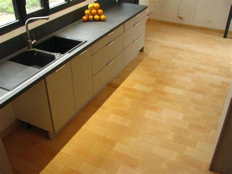 cuisine terre cuite poser des carreaux en terre cuite dans sa cuisine