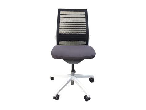 fauteuil de bureau d occasion fauteuil steelcase think v2 modèle d 39 expo adopte un bureau
