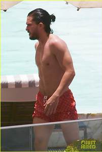 Kit Harington Goes Shirtless, Bares Ripped Body Again in ...