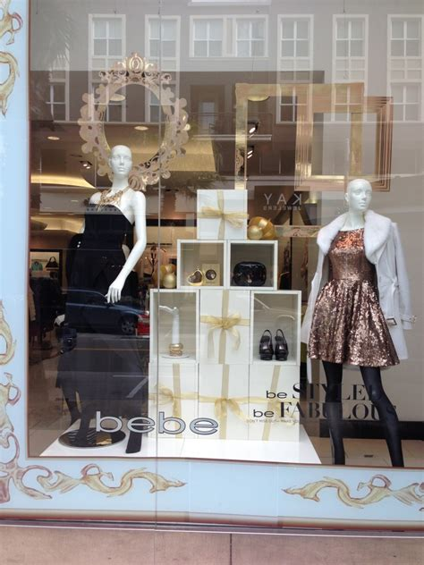 budget friendly holiday window display  retailers idea