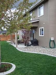 rocks   house   mulch  moisture