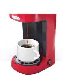 This machine comes with grinding and brewing facilities. Amazon.com: BELLA 13711 One Scoop One Cup Coffee Maker, Red: Single Serve Brewing Machines ...