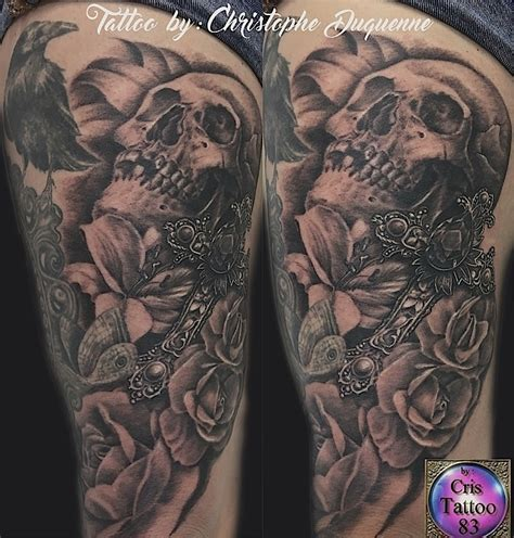 tatouage crane croix fleurs cuisse femme cristattoo