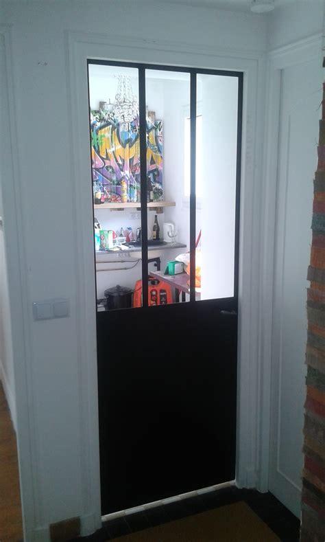 porte pour cuisine petit cachet pour cette cuisine avec sa verrière et