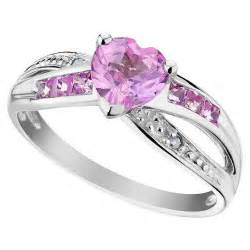 do guys get engagement rings are promise rings necessary