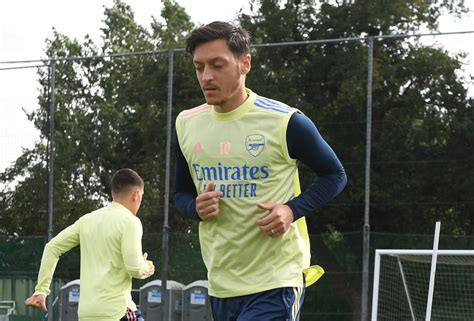 Ozil's future at Arsenal to be resolved soon, midfielder ...