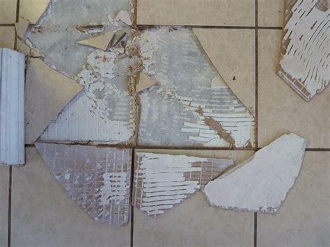 sostituire una piastrella sostituire una piastrella rotta piastrelle