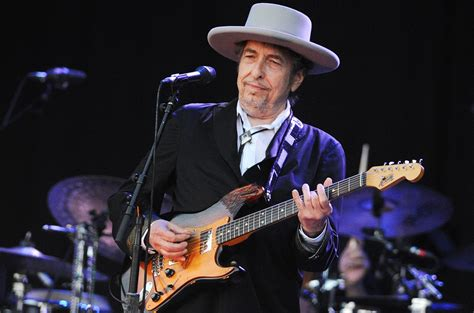 In 1988, bob dylan toured with the grateful dead. Bob Dylan Papers, Unpublished Lyrics Sell for $495K at Auction | Billboard