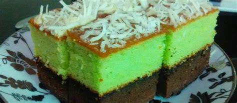 Cake enak dengan tekstur yang lembut dan empuk sungguh menggoda. 3 Resep Bolu Panggang Lembut Khas Oleh-oleh : Pandan Coklat, Karamel dan Ubi Ungu, Mana Favoritmu?