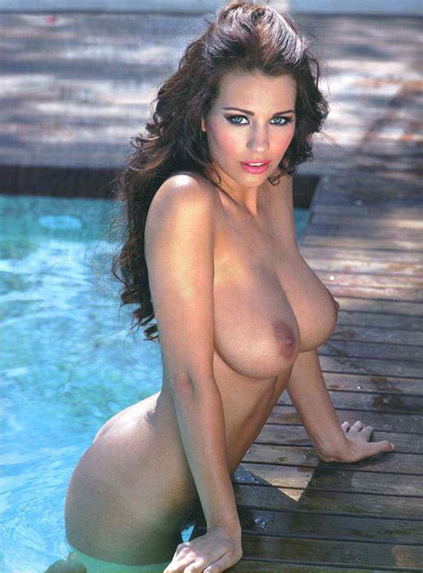 Nacked Celeb Holly Peers Nude