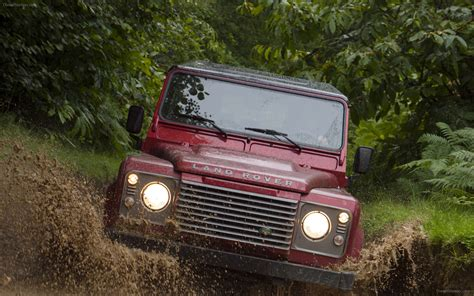 Land Rover Defender 2018 Widescreen Exotic Car Image 04