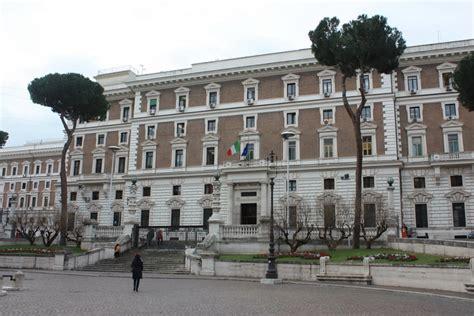 Ministero De Interno by Corruzione Arrestati Poliziotto E 2 Funzionari Ministero