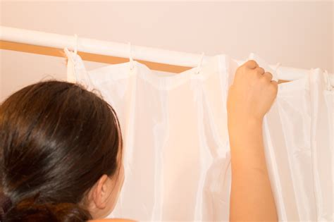how to remove fold marks from vinyl shower curtains