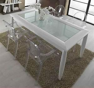 chaises transparentes pour une salle a manger contemporaine With meuble salle À manger avec chaise plastique salle À manger