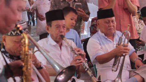 Media bermain contohnya cublak cublak suweng dari jawa tengah, ampar ampar pisang di kalimantan selatan, dan pok ame ame dari betawi. musik tradisional indonesia - YouTube