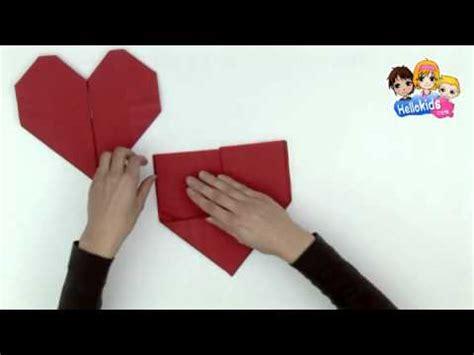 pliage de serviette en papier en forme de coeur hellokids