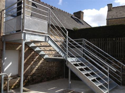 escalier exterieur en acier galvanise ferronnerie m 233 tallerie tumelin rocher r 233 alisation escaliers escalier ext 233 rieur galvanis 233