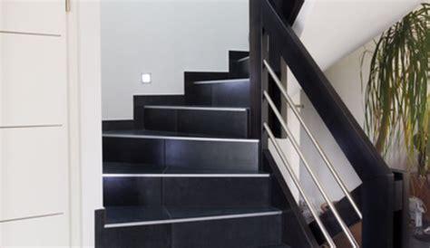 renovation plan de travail cuisine carrelé poser du carrelage dans l 39 escalier
