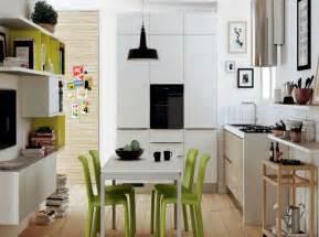 Cucine bianche e grigio perla moderne ispirazione design casa