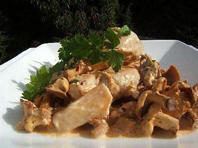 cuisiner des filets de poulet recette de filet de poulet à la crème et aux chignons