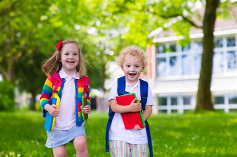 why should i enroll my child in a preschool program 807 | Spanish For Fun why enroll preschool preschoolers heading to class