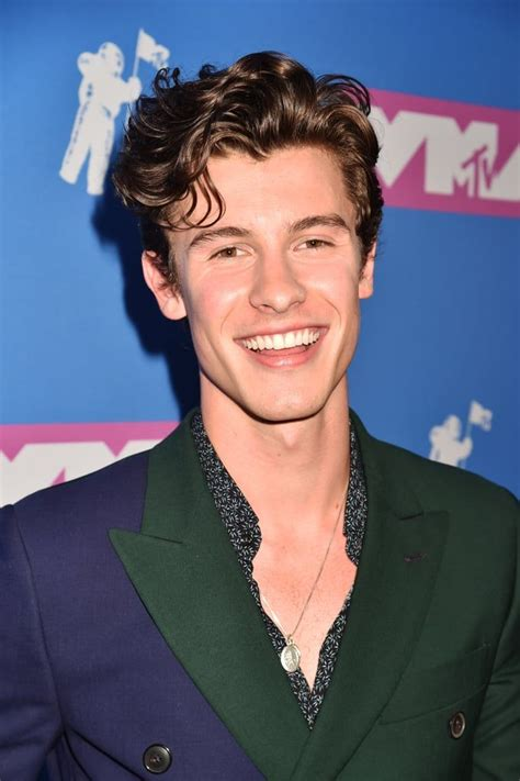shawn mendes attends   mtv video  awards