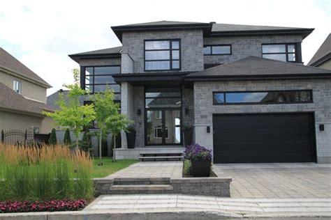 am 233 nagement paysager d une fa 231 ade de maison moderne jardin urbain dalles de pav 233 permacon