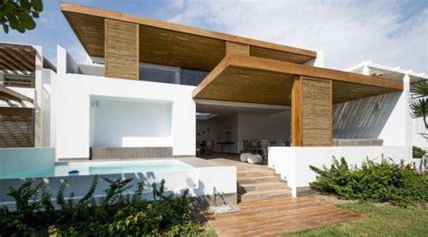 Casa De Playa Contemporánea De Dos Pisos En Perú