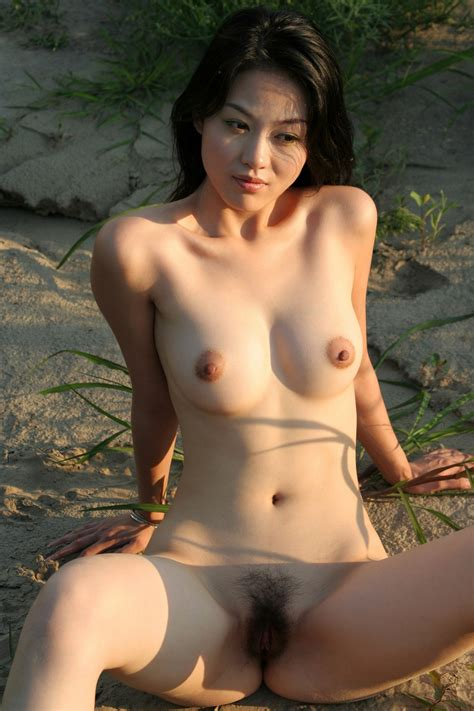 Chau nude hong Hong Chau