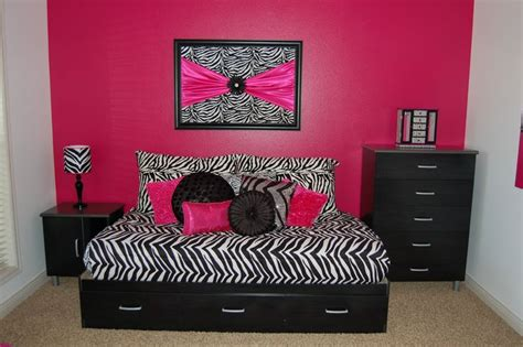 Pink Zebra Bedroom by Zebra Room With Pink Bedroom