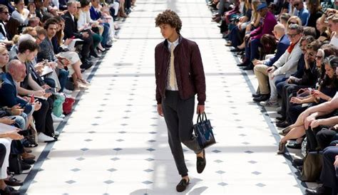 fashion week de londres burberry ose la dentelle pour l