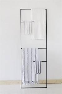idee decoration salle de bain porte serviettes echelle With porte serviette salle de bain design