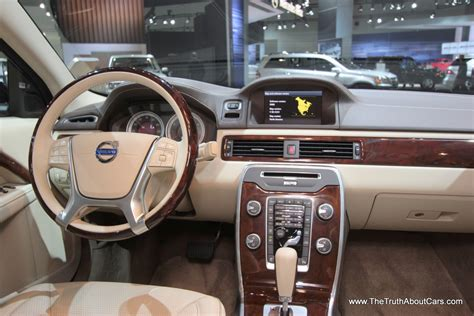 la auto show volvos  dash  truth  cars