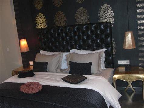 chambre noir et or chambre d 39 hôte blanche photo de résidence dar lamia