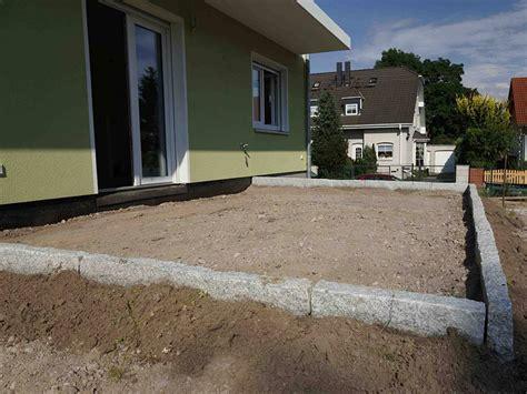 pflastersteine verlegen sand oder splitt terrasse pflastern anleitung f 252 r heimwerker bauen de
