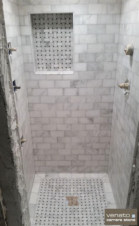 Mosaik Fliesen Dusche Boden by Carrara Venato Shower With 3x6 Quot Tile And Dogbone