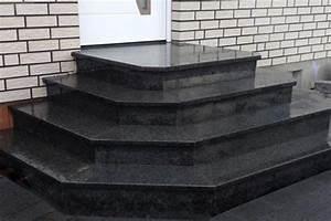 Treppenstufen Außen Beton : treppen granit freitragende treppen ~ Frokenaadalensverden.com Haus und Dekorationen