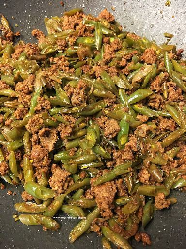 It is the primary ingredient in many favorite foods from hamburgers to meatballs. Sautéed Green Beans With Ground Beef | Diabetic recipe with ground beef, Healthy ground beef ...