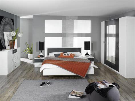 chambre grise et blanche chambre bleu marine et blanche